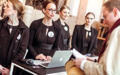 Wie viele Check-in-Stationen Sie für den reibungslosen Einlass Ihrer Gäste benötigen