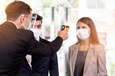 Mit dem Fiebermesser am Check-in? 5 Antworten zu Covid-19 und Datenschutz bei Events